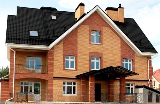 Кровля и фасад дома в черном исполнении
