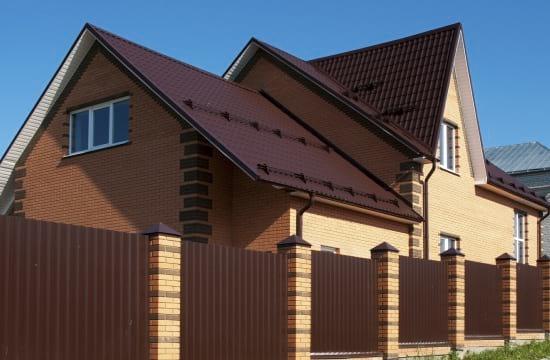 Пример коричневого  цвета в оформлении дачного дома